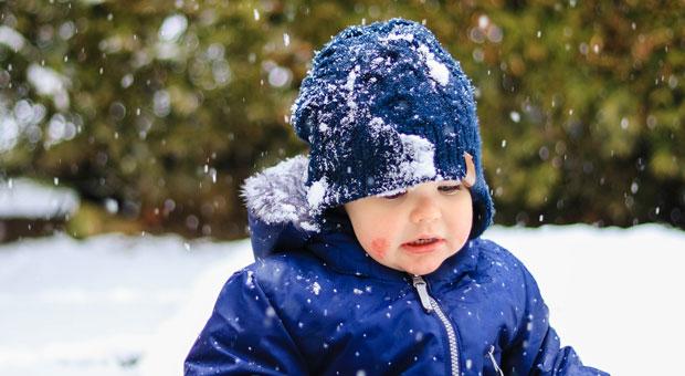 Empfindsame Babyhaut bei eisigen Temperaturen